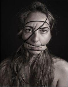 """Dismorfobina"", les portraits défigurés de la photographe espagnole Natalia Pereira http://www.ufunk.net/photos/dismorfobina/#"