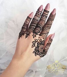 What is a Henna Tattoo? Henna tattoos are becoming very popular, but what precisely are they? Modern Henna Designs, Indian Henna Designs, Finger Henna Designs, Unique Mehndi Designs, Mehndi Designs For Fingers, Latest Mehndi Designs, Beautiful Henna Designs, Henna Tattoo Designs, Mehndi Fingers