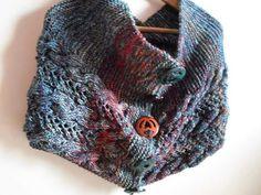 Coprispalle in pura lana con bottoni in legno