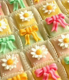 Pretty Petit Fours - <3 I want to make some Petit Fours just like these.