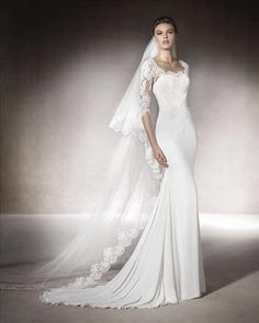 Trajes de novia de la prestigiosa firma Aire Barcelona. En Rosana Cantó de Alicante, encontrarás una extensa variedad de vestidos de novia tanto clásicos como atrevidos.
