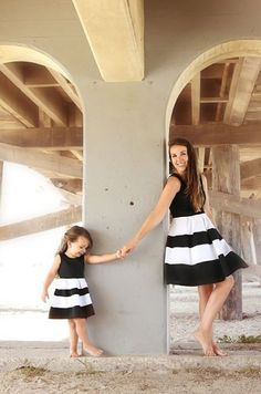 How cute is this mother daughter duo? Matching mommy and me dresses from Be Inspired Boutique. Mommy And Me Dresses, Mommy And Me Outfits, Mom Dress, Family Outfits, Kids Outfits, Mother Daughter Photos, Mother Daughter Matching Outfits, Mother Daughter Fashion, Mom Daughter