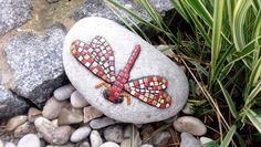 Gartendekoration Stein Libelle rot Mosaik von Meine kleine kunterbunte Welt Mosaikdesign, Wohndeko, Kinderbilder auf DaWanda.com