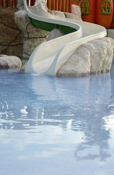 This pool slide is built into a rock structure, starting at a fun play place for kids. This is the perfect fun slide for kids. Swimming Pool Slides, Pool Water Slide, Children Swimming Pool, Swimming Pools Backyard, Swimming Pool Designs, Water Slides, Pool Landscaping, Pool Fun, Piscine Diy