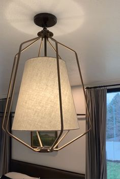The one-light large pendant in the Hangar collection is a fun, light and airy piece - perfect for both casual and modern homes. A sophisticated, statement-making frame occupies a large visual space. Modern wire basket forms are finished in Antique Bronze and natural brass accents that surround an off-white linen shade. #bedroomlightingideas #affordablependants #bedroompendant #kitchenpendants #kitchenlightingideas #affordablekitchenlights #kitchenislandpendants #shadependant #foyerlight…