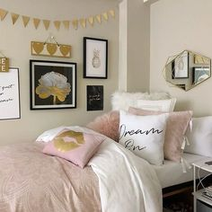 New Room Decor Tiener Meisje Ideas Rose Bedroom, Gold Bedroom Decor, Girls Bedroom, Bedroom Ideas, Blush Bedroom, Pink Dorm Rooms, Pink Room, Light Pink Bedrooms, Fantasy Bedroom