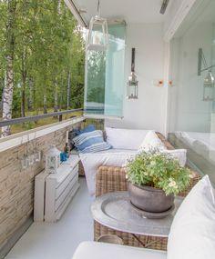 """Balkon mit zusammenklappbaren Fensterelementen """"schließen"""""""