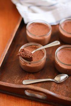 ♡ Mousse légère au Chocolat, 2 ingrédients ♡ Livre de recettes : http://www.pateacuisiner.com/livres-desserts/ #recette #dessert