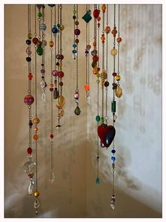 sun catchers made with old jewelry - Google Search Hanging Crystals, Diy Crystals, Hanging Beads, Hanging Mobile, Hanging Art, Jewelry Stand, Old Jewelry, Diy Crystal Crafts, Crystal Wind Chimes