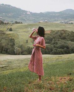 l a ce (ノ ノ ヮ ヮ) ノ *: ・ ゚ ✧ rote Kleidung Foto Instagram, Summer Aesthetic, Aesthetic Girl, Aesthetic Vintage, Aesthetic Clothes, Foto Pose, Jolie Photo, Looks Vintage, Toscana