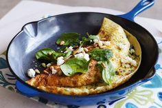 Shake up your weeknight meal routine with this vegetarian leek, spinach and feta omelette! Cheese Omelette, Omelette Recipe, Veg Recipes, Cooking Recipes, Healthy Recipes, Healthy Food, Christmas Vegetable Dishes, Best Cauliflower Recipe, Organisation