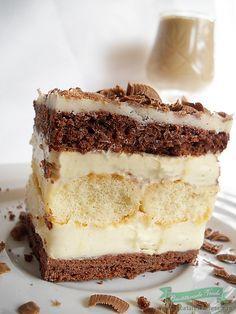 Cremes Cake with ladyfingers Romanian Desserts, Romanian Food, Romanian Recipes, Cookie Recipes, Dessert Recipes, Delicious Desserts, Yummy Food, Dessert Bread, Dessert Drinks