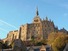Abbaye du Mont-Saint-Michel — Logis abbatiaux, avec notamment les culots bagués placés entre les contreforts qui attestent un souci décoratif