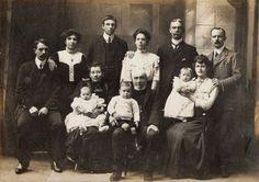 Interieur als Rücksetzer?? Teppich o.ä. Members of Godby family, 1910