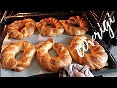 COVRIGI PUFOSI - Reteta Rapida si Usoara - YouTube Romanian Food, Romanian Recipes, Baking Classes, Pastry And Bakery, Cocktail Recipes, Cocktails, Bagel, Bread Recipes, Dishes