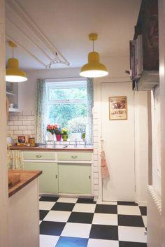 Zonnige keuken met de Jackson hanglampen   made.com
