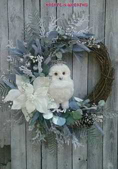 Christmas DIY Outdoor Decor Ideas that Will Wow Your Neighbors this Year - The Trending House Christmas Picks, Christmas Owls, Woodland Christmas, Christmas Crafts, Silver Christmas, Christmas Holiday, Etsy Christmas, Gold Christmas Decorations, Christmas Door Wreaths