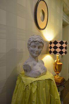 Ez a kép talán a hotel szellemiségének kvintesszenciája.  Hagyományszeretet, minőség és extravagancia.