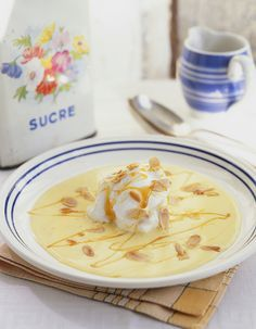 Recette Iles flottantes THERMOMIX : Mettre dans le bol les jaunes d'œufs, le sucre semoule, le sucre vanillé, le lait et mixer7 min à 80°C, vitesse 2.En...