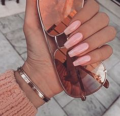 While only French nails used to be fashionable, now different and all nails models come to the fore. Now all women have new nail ideas. Short Fake Nails, Long Nails, Types Of Nails Shapes, Oval Nails, Artificial Nails, Stylish Nails, French Nails, Simple Nails, You Nailed It