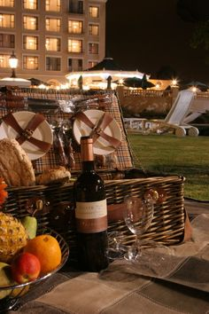 Picnic inspiration from the Riviera on Vaal. Picnic, Basket, Table Decorations, Outdoor, Inspiration, Home Decor, Biblical Inspiration, Outdoors, Decoration Home