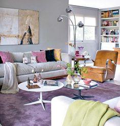 sala-de-estar-sofa-cinza-tapete-roxo