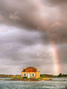 Le talent du photographe pour la petite île de Saint-Cado dans la Ria d'Etel ! http://www.leclosdumenallen.com