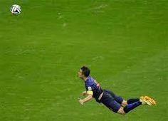 """En esta jugada podemos ver como el jugador se lanza al ataque del balón haciendo una """"Palomita""""."""