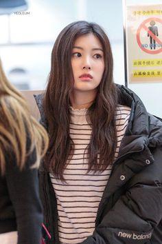 Kpop Girl Groups, Kpop Girls, Japanese Girl Group, Bts And Exo, Kim Min, Popular Music, The Wiz, Electronic Music, Girls Generation