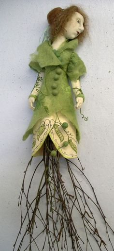 Textile art: Doll Gallery  Most of the time i don't like felted dolls but this one is awesome