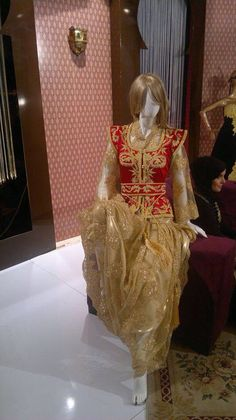 Algerian Fashion: red and gold karakou