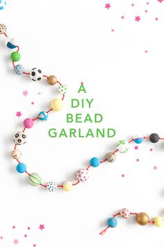 DIY wooden beads garland - Diy And Crafts idea Wood Bead Garland, Beaded Garland, Diy Painting, Painting On Wood, Bead Crafts, Diy And Crafts, Diy Girlande, Wooden Diy, Diy Wood
