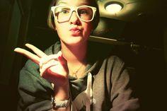 #shorthair #short #peace #peaceout #geek #geeky #nerd #neerdy #nerdglasses #fakeglasses #plastic #kissyface #duckface #naturalmakeup #natural #hoodie #puma #pumahoodie #naturalhaircolor #DKNYwatch #DKNY #white #grey