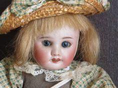Bleuette-antique-SFBJ-60-Paris-8-0-blue-sleep-eyes-blonde-natural-hair-4-teeth