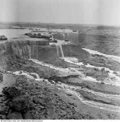 Stroomgat in dijk (Scheldsedijk?), Stavenissepolder, drie weken na de watersnoodramp (1953)  Maker:  Fotograaf: Aart Klein