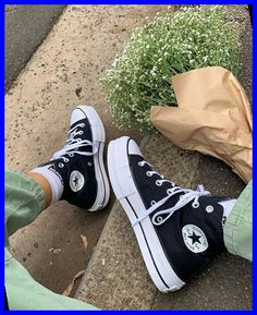 Moda Sneakers, Sneakers Mode, Sneakers Fashion, Fashion Shoes, High Top Sneakers, Fashion Outfits, Winter Sneakers, Green Sneakers, Dr Shoes