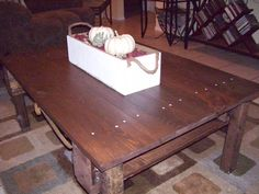 Rustic ReDiscovered: Pallet Coffee Table