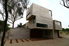 Our first work of concrete in Mar Azul was well received and after many houses built with the same material placed, and always in the forest, we were commiss...