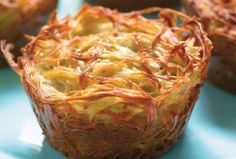 Potato Kugel Cups-The best part about them is that every piece is a crusty corner piece, so nobody has to fight over that coveted crunch .Everyone fought over being served the corners until I started making my kugel in muffin pans! Potato Kugel Recipe, Potato Recipes, Passover Recipes, Jewish Recipes, Hanukkah Recipes, Passover Food, Kosher Recipes, Cooking Recipes, Roshashana Recipes