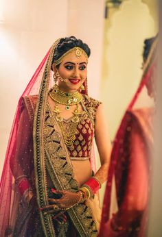 bridal pictures Source by claregorn Indian Bridal Photos, Indian Bridal Outfits, Indian Bridal Fashion, Indian Bridal Makeup, Indian Bridal Hairstyles, Indian Bridal Wear, Bridal Pictures, Bridal Dresses, Eid Dresses