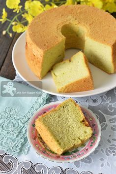 Bake for Happy Kids: Like Bengawan Solo Ultimate Soft Pandan Chiffon Cake (with coconut milk) Pandan Chiffon Cake, Pandan Cake, Cake Boss Recipes, Sponge Cake Recipes, Sweets Cake, Cupcake Cakes, Baby Cakes, Mini Cakes, Cupcakes
