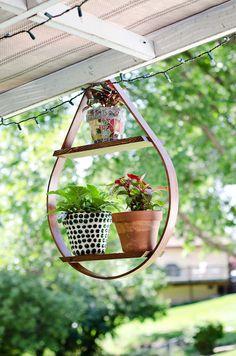 53 Amazing DIY Hanging Plants Ideas for Backyard Garden Diy Hanging, Hanging Planters, Hanging Baskets, Hanging Gardens, Decoration Plante, Plant Holders, Plant Decor, Container Gardening, Gardening Vegetables