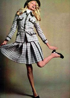 Lapidus. L'Officiel magazine 1972 Seventies Fashion, 70s Fashion, Vintage Fashion, Ted Lapidus, Spring Summer Fashion, All Black, Style Inspiration, Elegant, 70s Style