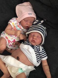Custom order Twin A or Twin B Reborn baby girl or boy. From the kits by Bonnie Brown. Reborn Baby Dolls Twins, Reborn Babypuppen, Reborn Toddler Girl, Baby Dolls For Kids, Real Life Baby Dolls, Newborn Baby Dolls, Baby Girl Dolls, Reborn Dolls, Silicone Reborn Babies