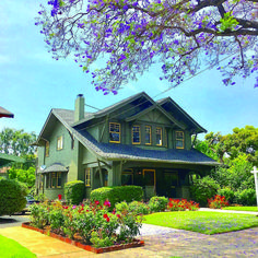 Wonderful craftsman style house exterior for your cozy home Craftsman Bungalow Exterior, Bungalow Homes, Craftsman Style Homes, Craftsman Bungalows, Craftsman Houses, Craftsman Kitchen, Modern Exterior, Exterior Design, Exterior Colors
