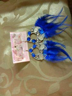 Biju brinco comprido de penas azul com chatons azul/ dourado