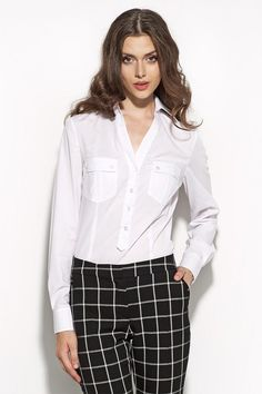 En mode preppy ou working girl, ce chemisier sera un véritable atout.