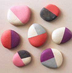 Talent and imagination – 25 creative diy ideas for transforming pebbles in decorative objects Pebble Painting, Pebble Art, Stone Painting, Diy Painting, Stone Crafts, Rock Crafts, Painted Rocks, Hand Painted, Rock Painting Designs