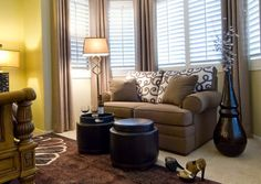 Living room with a bay window sofa placement - how to arrange living room furniture Living Room Blinds, Bedroom Blinds, House Blinds, Blinds For Windows, My Living Room, Bedroom Nook, Bay Windows, Bedroom Windows, Window Blinds