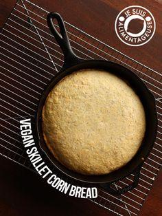 Vegan Skillet {Cornbread}   alimentageuse.com #cornbread #vegan #recipe